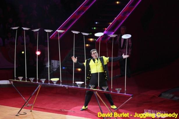 david-burlet-plate-spinning-act-plate-spinner-juggling-comedy-juggler-platos-chinos-malabares-giocoliere-piatti-cinesi-chinesische-platte-jongleur-zirkuskunstler-115